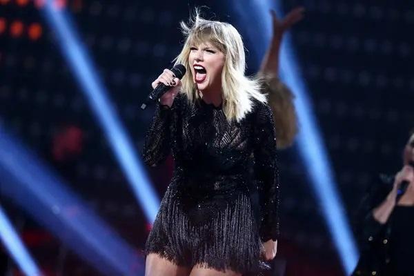 Taylor Swift - SpotifyThrowbacks.com