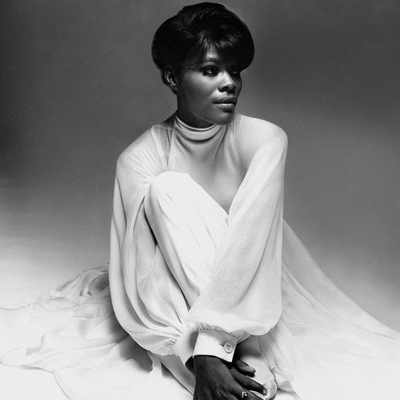 The legendary Dionne Warwick - SpotifyThrowbacks.com